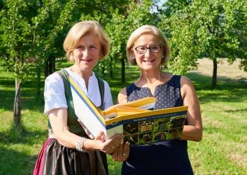 Volkskultur NÖ-Geschäftsführerin Dorli Draxler und Landeshauptfrau Johanna Mikl-Leitner freuen sich auf den Dirndlgwandsonntag.