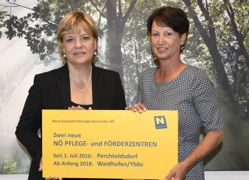 Landesrätin Mag. Barbara Schwarz und Ulrike Götterer, die Direktorin des NÖ Pflege- und Förderzentrums Perchtoldsdorf (v.l.n.r.)