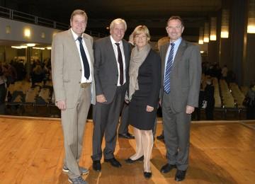 Im Bild von links nach rechts: Bildungsmanager Josef Hörndler (LRS NÖ), Mag. Johann Heuras (Amtsführender Präsident es Landesschulrates für Niederösterreich), Landesrätin Mag. Barbara Schwarz, MMag. Rainer Graf (Direktor IT-HTL, HAK Ybbs).