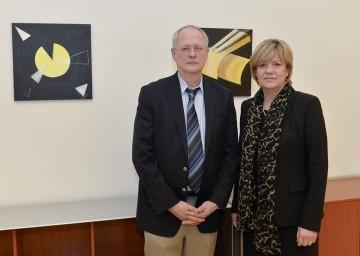 Weiterführung der Evaluierung der Neuen Mittelschule in Niederösterreich: Univ.-Prof. Dr. Stefan Hopmann, M.A. und Bildungs-Landesrätin Mag. Barbara Schwarz. (v.l.n.r.)
