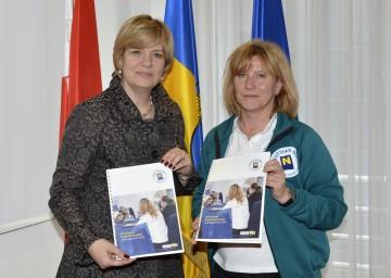 Jahresbilanz des Akutteams NÖ: Landesrätin Mag. Barbara Schwarz und Mag. Veronika Gmeiner, Leiterin Akutteam NÖ, informierten (v.l.n.r.)