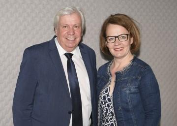 Bildungsdirektor Johann Heuras und Bildungs-Landesrätin Christiane Teschl-Hofmeister freuen sich über die Ergebnisse der Zentralmatura