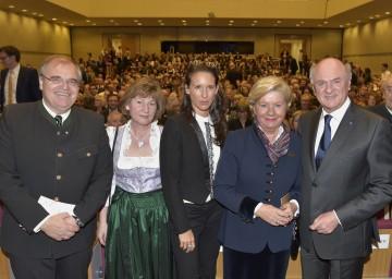 Im Bild von links nach rechts: Justizminister Dr. Wolfgang Brandstetter mit Gattin Christine, Maria Köstlinger, Elisabeth Pröll und Landeshauptmann Dr. Erwin Pröll.