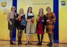 """Gratulation an die Gewinnerinnen der Kategorie """"Wirtschaft und Unternehmertum"""": Landeshauptfrau Johanna Mikl-Leitner, Doris Ploner, Cornelia Daniel, Katharina Baumgartner und Frauen-Landesrätin Barbara Schwarz (v.l.n.r.)"""