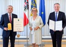 Der ehemalige Landesamtsdirektor-Stellvertreter Johann Lampeitl, Landeshauptfrau Johanna Mikl-Leitner und der neue Landesamtsdirektor-Stellvertreter Gerhard Dafert.