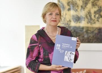 Bildungs-Landesrätin Barbara Schwarz präsentiert die Hochschulstatistik der NÖ Forschungs- und Bildungsgesellschaft.