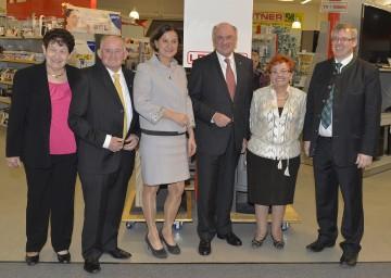 Landeshauptmann Dr. Erwin Pröll, Bundesministerin Mag. Johanna Mikl-Leitner und ihre Familie feierten 60 Jahre Fa. Leitner in Großharras.