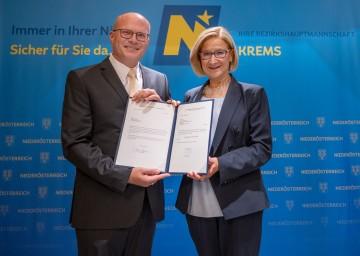 Landeshauptfrau Johanna Mikl-Leitner mit dem neuen Bezirkshauptmann von Krems, Günter Stöger