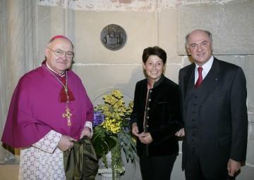 Stift Klosterneuburg erhielt den Europa Nostra Award, die höchste europäische Auszeichnung für den Denkmalschutz. Im Bild LH Dr. Erwin Pröll, Dr. Wiltraud Resch von Europa Nostra und Probst Bernhard Backovsky.