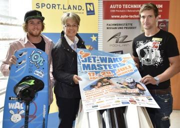 Alexander Epplinger, Landesrätin Dr. Petra Bohuslav und Kevin Reiterer (v.l.n.r.) freuen sich auf das Jet-Wake-Masters 2014 in Pöchlarn.