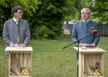 Landwirtschaftskammer NÖ Vizepräsident Lorenz Mayr und LH-Stellvertreter Stephan Pernkopf bei der Pressekonferenz.
