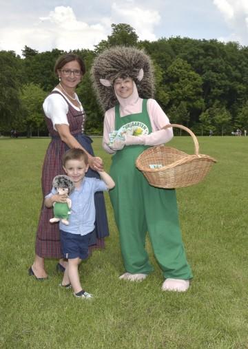 """Freuen sich auf das """"Natur im Garten""""-Abenteuerfest auf der Garten Tulln:  Landeshauptmann-Stellvertreterin Mag. Johanna Mikl-Leitner, Lorenz und Igel Nig. (v.l.n.r.)"""