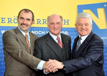 LH Dr. Erwin Pröll (mitte), LHStv. Ernest Gabmann (rechts) und LR DI Josef Plank (links) nach der heutigen Pressekonferenz zur Umbildung des VP-Regierungsteams