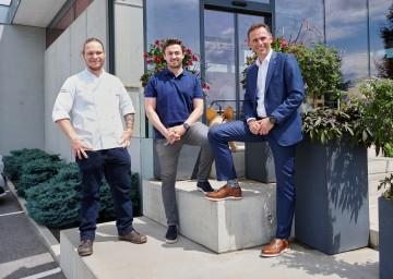 Im Bild von links nach rechts: Laurent Amon – Gasthaus Jell, Christoph Höllerschmid-Haslinger – Betriebsleiter, Landesrat Jochen Danninger