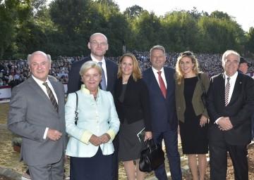 Landeshauptmann Dr. Erwin Pröll konnte zur Lipizzanergala am Heldenberg u.a. den slowenischen Justizminister Goran Klemencic, Landwirtschaftsminister DI Andrä Rupprechter und Justizminister Dr. Wolfgang Brandstetter begrüßen.
