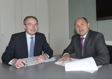 Laut LR Dr. Stephan Pernkopf und LH-Stv. Mag. Wolfgang Sobotka ist die Finanzierung des ländlichen Wegenetzes für 2012 gesichert.