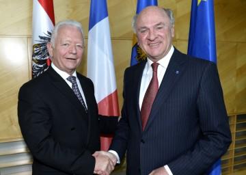 Landeshauptmann Dr. Erwin Pröll mit dem Präsidenten des Generalrates des Departement Haut-Rhin, Prof. Charles Buttner.