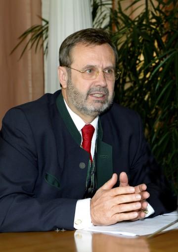 Landtagspräsident Ing. Hans Penz informierte über das Ergebnis der Nationalratswahl in Niederösterreich.