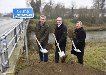Im Bild von links nach rechts: Bundesrat Martin Preineder, Landesrat Dr. Stephan Pernkopf, Bürgermeister Bernhard Karnthaler