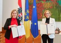 Ministerin Leonore Gewessler und Landeshauptfrau Johanna Mikl-Leitner freuen sich über die Vereinbarung zu den Infrastrukturmaßnahmen im nördlichen Niederösterreich.