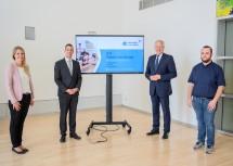 Berichteten über das erste Jahr NÖ Karenzberatung (von links): Beraterin Daniela Sieberer, Geschäftsführer Martin Etlinger (MAG), Landesrat Martin Eichtinger und Josef Heidenbauer (Nah&Frisch Würmla).