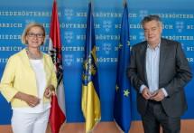 Landeshauptfrau Johanna Mikl-Leitner und Vizekanzler Werner Kogler trafen sich zum Arbeitsgespräch.