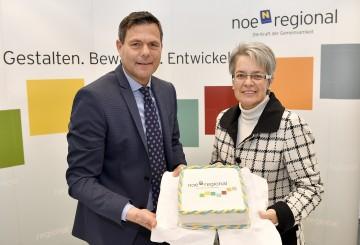 Im Bild von links nach rechts: NÖ.Regional-Geschäftsführer DI Walter Kirchler und Landesrätin Dr. Petra Bohuslav.