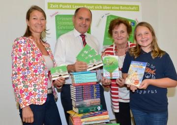 """Landeshauptmann-Stellvertreter Mag. Wolfgang Sobotka und Mag. Dr. Petra Müller präsentieren \""""Erinnern. Stimmen. Gewinnen\""""."""