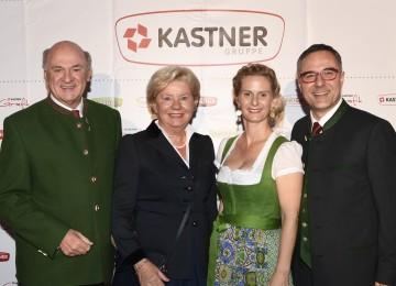 """Gratulation zum 50. Geburtstag: Landeshauptmann Dr. Erwin Pröll mit Gattin Elisabeth Pröll, Präsidentin von """"Hilfe im eigenen Land"""", Christof Kastner und Gattin Antonia. (v.l.n.r.)"""