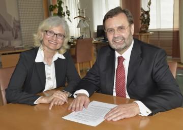 Informierten über die Kundenbefragungen des Landesrechnungshofes: Landesrechnungshofdirektorin Dr. Edith Goldeband und Landtagspräsident Ing. Hans Penz. (v.l.n.r.)