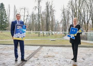Im Bild von links nach rechts: Landesrat Jochen Danninger und Geschäftsführerin Petra Patzelt