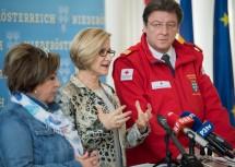 Landeshauptfrau-Stellvertreterin Karin Renner, Landeshauptfrau Johanna Mikl-Leitner und Präsident Josef Schmoll bei der Pressekonferenz im NÖ Landhaus in St. Pölten.