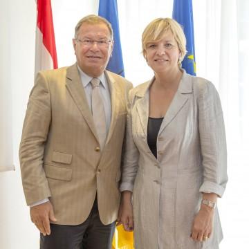Der Amtsführende Landesschulratspräsident HR Hermann Helm und Landesrätin Mag. Barbara Schwarz informierten heute, 17. Juni, in St. Pölten über die Schwerpunkte des Schuljahres 2013/2014.