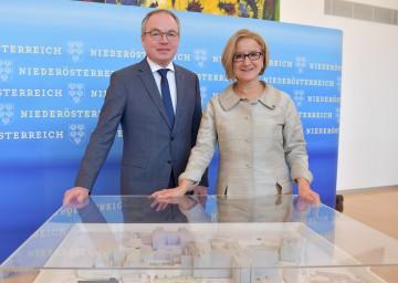 LH-Stellvertreter Stephan Pernkopf und Landeshauptfrau Johanna Mikl-Leitner informierten über das Ausbau-Programm für die NÖ Landeskliniken. (v.l.n.r.)