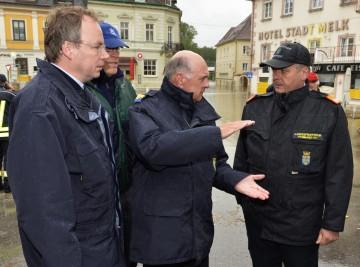 Landeshauptmann Dr. Erwin Pröll machte sich am heutigen Montagnachmittag in Melk ein Bild von der aktuellen Hochwassersituation.
