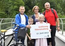 Ybbstal-Radweg: Neues Herzstück wurde eröffnet. Bürgermeister Martin Ploderer (Lunz am See), Landeshauptfrau Johanna Mikl-Leitner und Bürgermeister Helmut Schlagerl (St. Georgen) (v.l.n.r.)