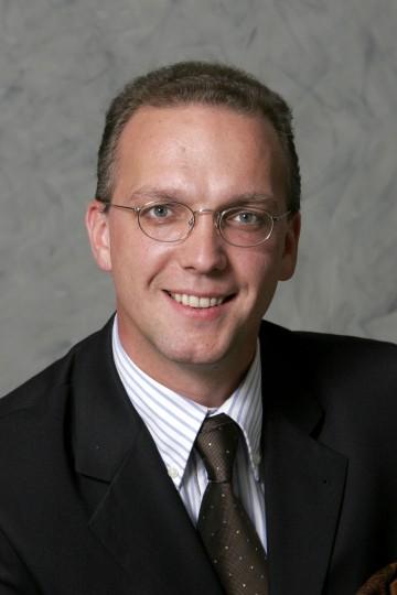 Dr. Philipp Enzinger übernimmt mit 1. Februar 2007 die Leitung der Bezirkshauptmannschaft Wiener Neustadt.