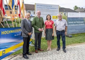 Von lins nach rechts: Bürgermeister Franz Singer, LH-Stellvertreter Stephan Pernkopf, Landtagsabgeordnete Doris Schmidl und Altbürgermeister Anton Gonaus