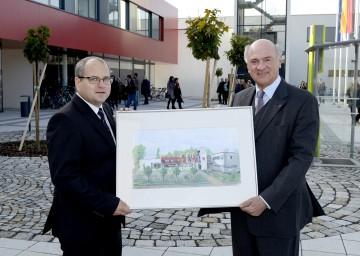 Eröffnung des neuen Gemeindezentrum in Eggendorf: Landeshauptmann Dr. Erwin Pröll mit Bürgermeister Thomas Pollak.