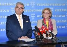Über das neue Bürgerservice in den niederösterreichischen Gemeinden informierten Gemeindebund-Präsident Alfred Riedl und Landeshauptfrau Johanna Mikl-Leitner. (v.l.n.r.)