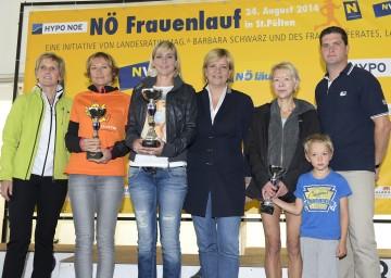 Im Bild von links nach rechts: Barbara Baumgartner (Hypo NOE), Kampmann Susanne (2. Platz, 10 km), Miedl Anita (1. Platz, 10 km), Landesrätin Mag. Barbara Schwarz, Offenberger Daniela (3. Platz, 10 km), Martin Gabler (NÖ Versicherung).
