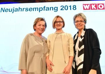Beim Neujahrsempfang der Wirtschaftskammer Niederösterreich: Die Präsidentin der WK NÖ, Sonja Zwazl, Landeshauptfrau Johanna Mikl-Leitner und Wirtschaftslandesrätin Petra Bohuslav (v. l. n. r.).