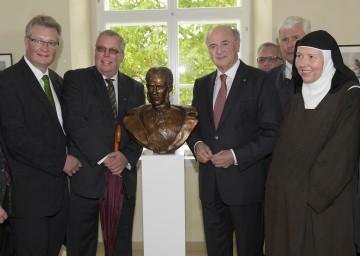 Eröffnung des neuen Besucherzentrums in Mayerling: LAbg. Dr. Christoph Kainz, Bürgermeister DI Ludwig Köck, Landeshauptmann Dr. Erwin Pröll und Priorin Maria Regina.