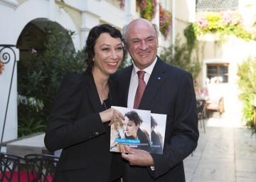 """Programmpräsentation von \""""Wachau in Echtzeit\"""" mit Ursula Strauss und Landeshauptmann Dr. Erwin Pröll."""
