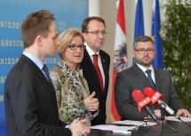 Pressekonferenz im NÖ Landhaus mit Peter Recht (ÖBB Infra AG), Landeshauptfrau Johanna Mikl-Leitner, Bürgermeister Matthias Stadler, Landesrat Ludwig Schleritzko (von links nach rechts).