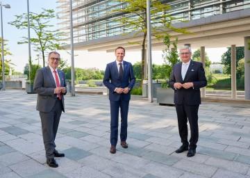 v.l.: NÖ GVV-Präsident Rupert Dworak, Sportlandesrat Jochen Danninger und NÖ-Gemeindebund-Präsident Alfred Riedl
