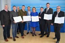 Landeshauptfrau Johanna Mikl-Leitner und Mobilitäts-Landesrat Ludwig Schleritzko mit Bürgermeistern und Vertretern der Region