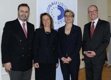 Landtagspräsident Ing. Hans Penz, die Vizerektorinnen Dr. Viktoria Weber und Dr. Monika Kil und Rektor  Mag. Friedrich Faulhammer (v.l.n.r.)