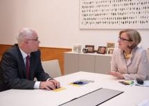 Ungarns Minister Zoltán Balog und Landeshauptfrau Johanna Mikl-Leitner im Gespräch (v.l.n.r.)