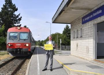Verkehrs-Landesrat Karl Wilfing am Bahnhof St. Georgen am Steinfelde.